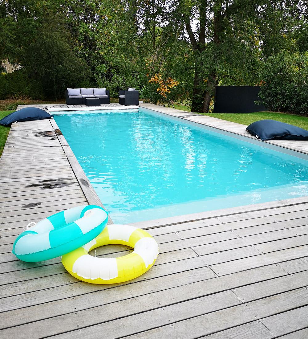 Piscine Beton Avec Plage Immergée constructeur piscine béton semi-enterrées ou enterrées